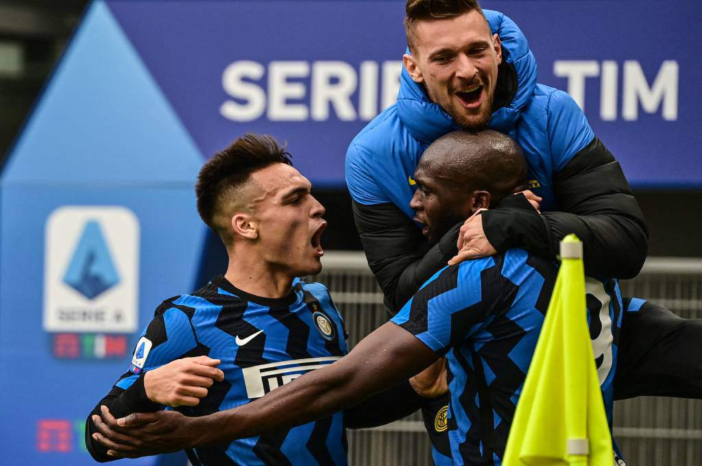With a performance by Lukaku and La Toro, Inter Milan fell to the top of Serie A-Tees