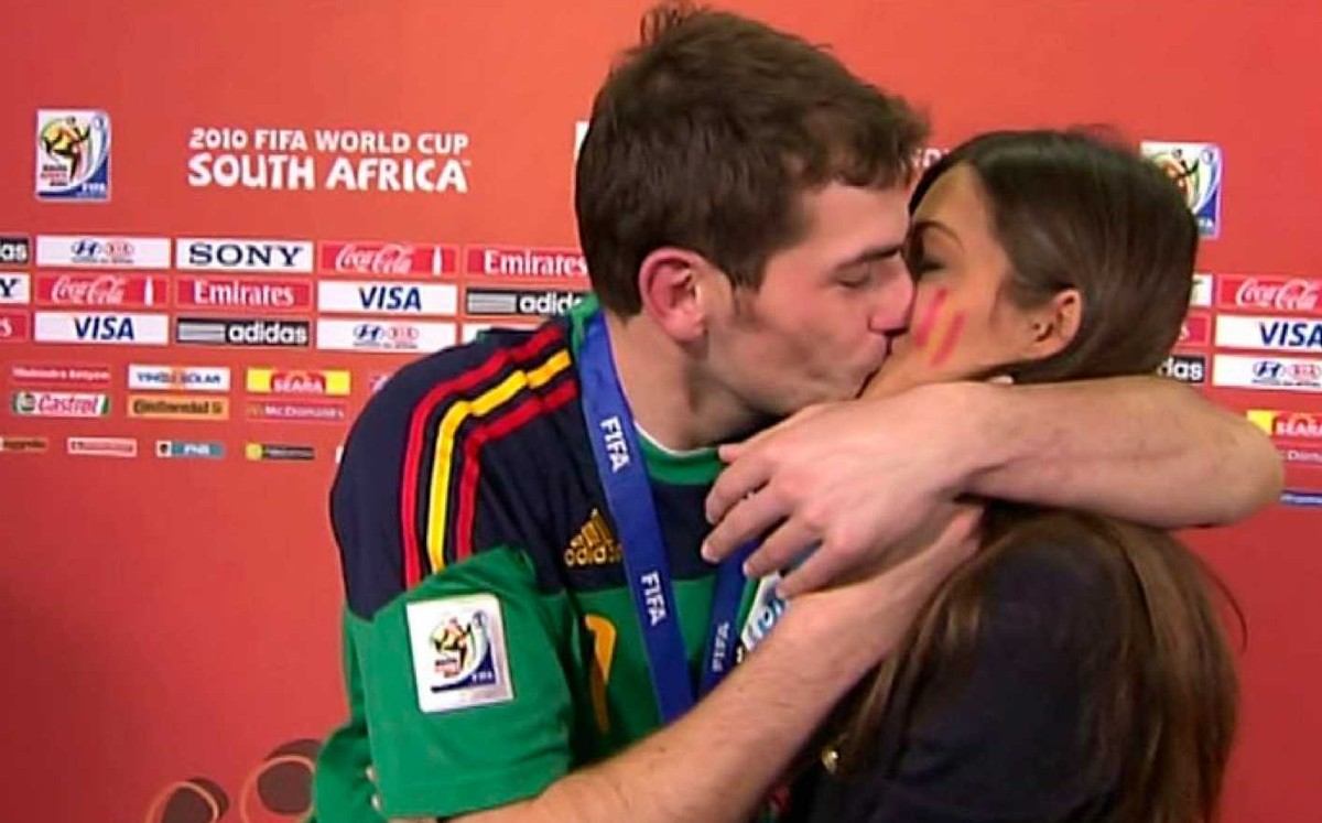 The fact that Iker Casillas and Sarah Carbonero are separate confirms the magazine