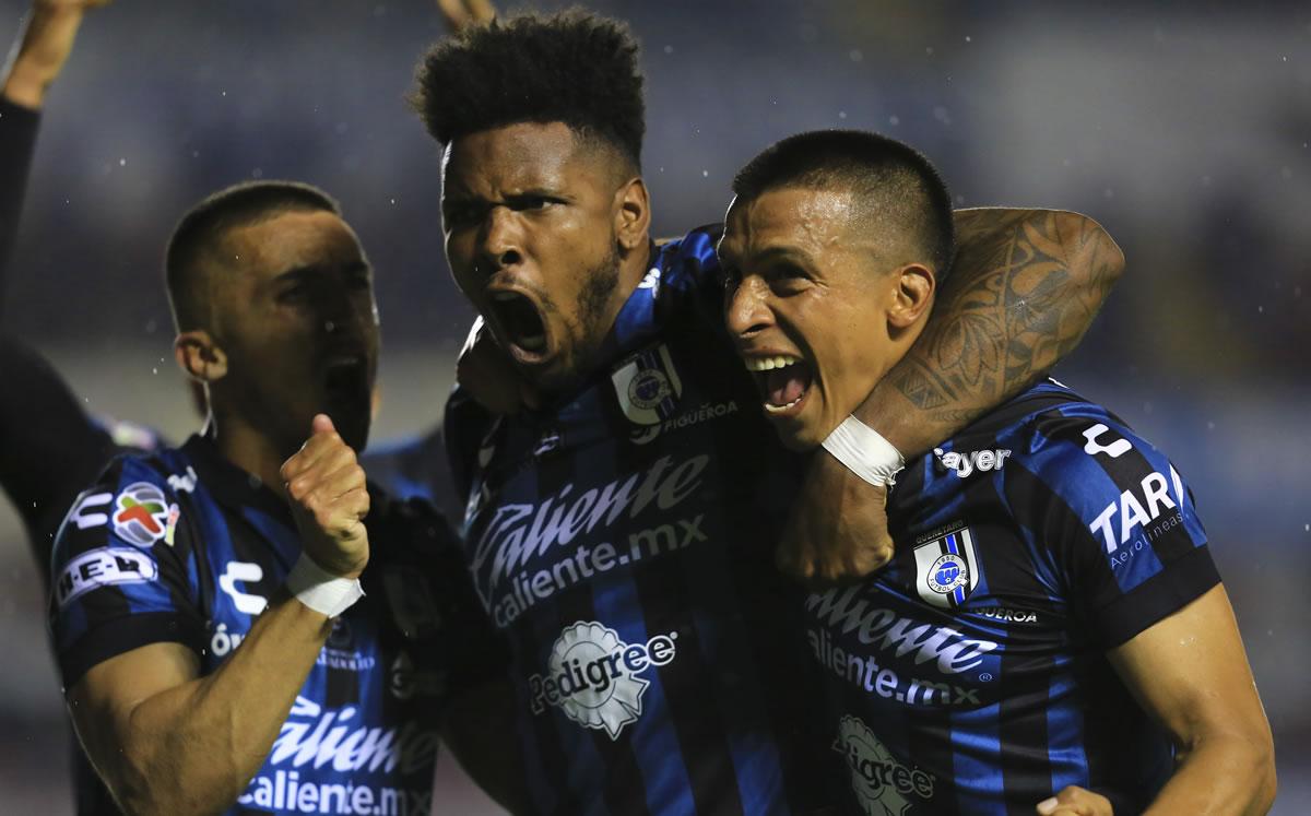 Quartertaro vs FC Juárez (1-0).  Roosters get into fights