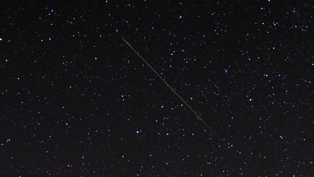 Videos: Catch a fireball passing and exploding in the night sky of Florida and the Bahamas