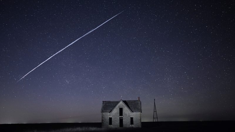 Lighting in the American sky shocks residents and annoys astronomers