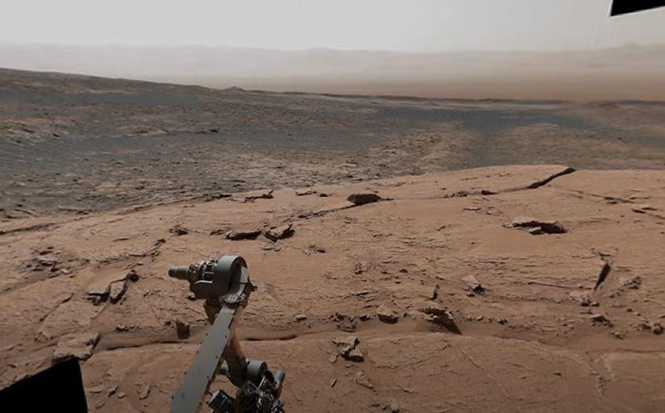 NASA captures Curiosity rover on Mars similar to France