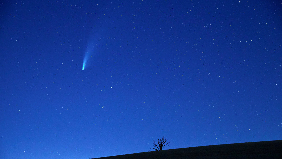Astronomers find a large comet facing the sun