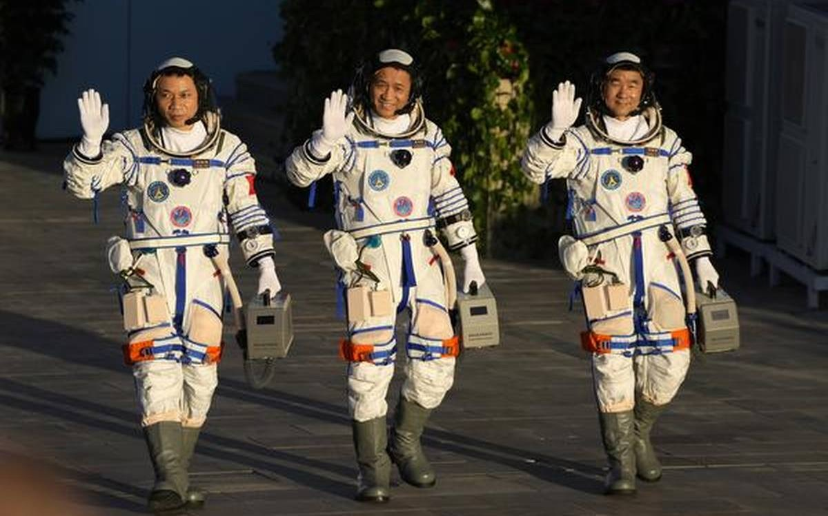 Shenzhou 12 astronaShenzhou 12 astronauts on the International Space Station are called by China's president.uts on the International Space Station are called by China's president.