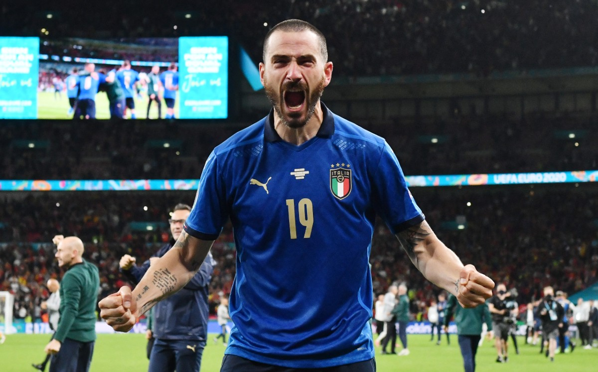 Another fan misjudged the safety of Bonucci Wembley