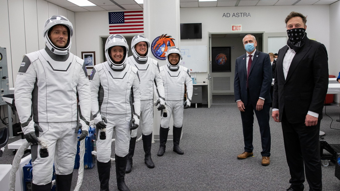 Elon Musk provides NASA assistance to SpaceX to create space costumes for future lunar missions