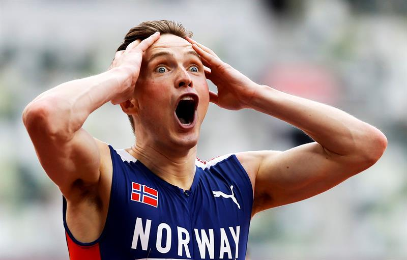He broke the world record by crossing the 400m hurdles in the amazing race of Carsten Warhome