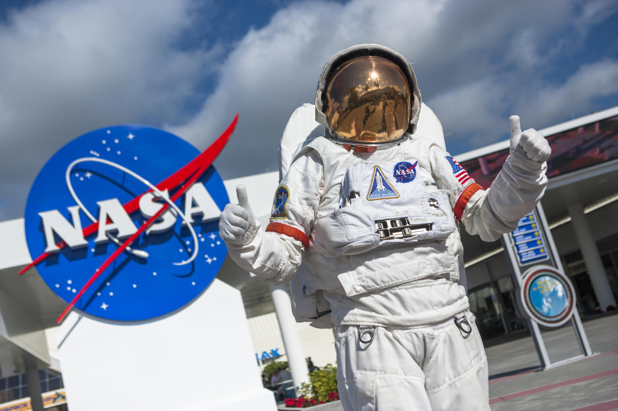 NASA is hiring volunteers who want to live on the Mars simulator