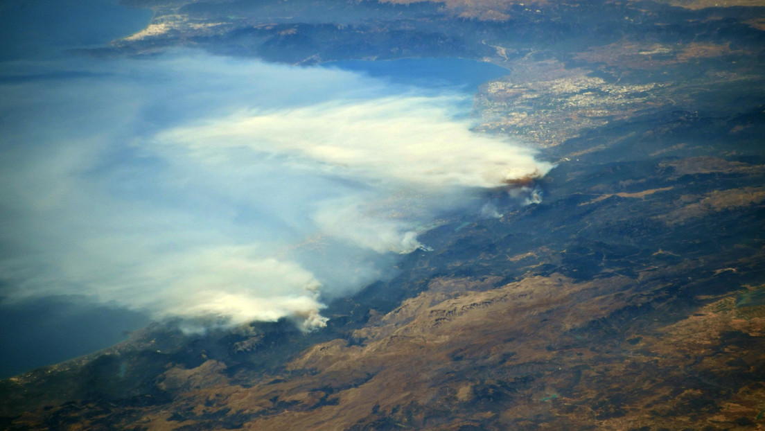 """The astronaut captures a """"terrifying view"""" of the fire in Turkey from the International Space Station"""