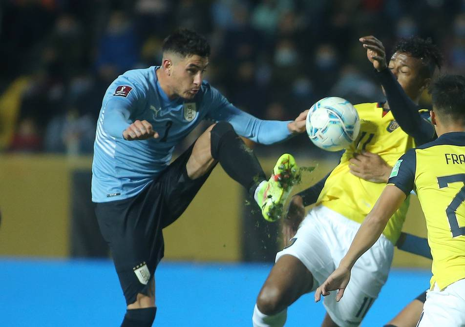 Controversial plays of the match between Uruguay and Ecuador Football    Sports