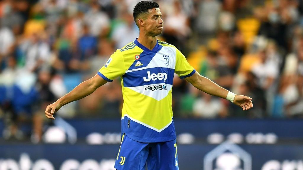 """Cristiano Ronaldo receives criticism of Juventus idols for ousting him: """"This is disgraceful"""""""