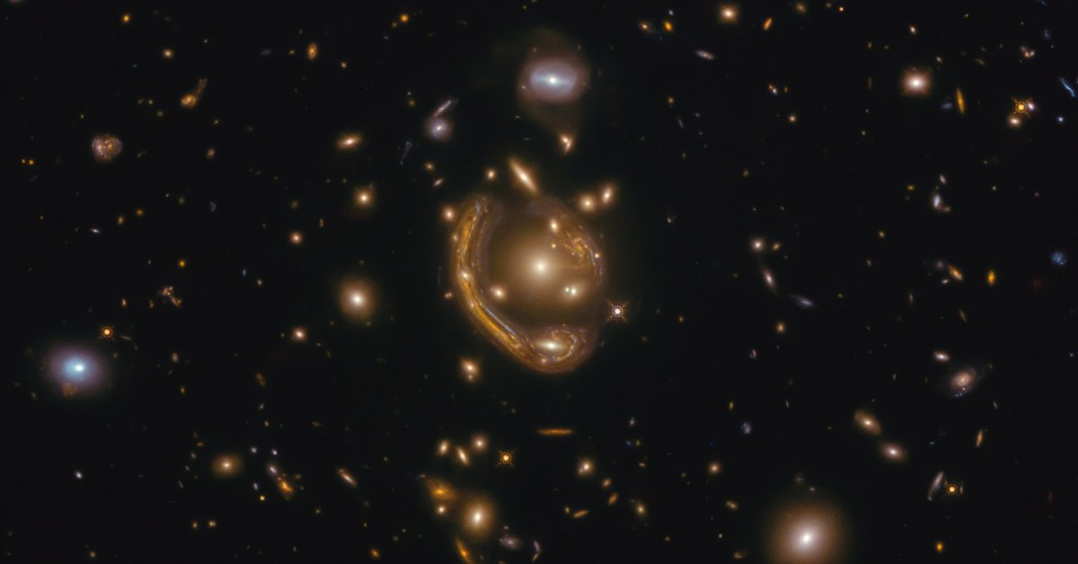 """Telescopes in Chile were able to solve the mystery of Einstein's """"molten ring"""""""