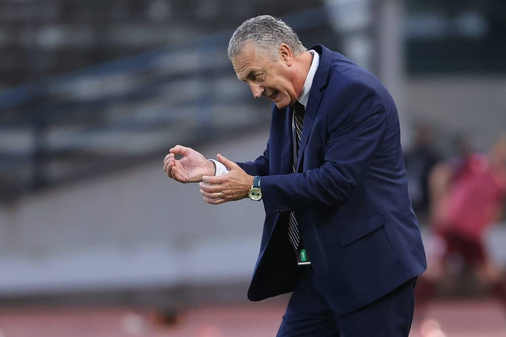 """Defeat against Venezuela is """"a decision that complicates us,"""" says Gustavo Albaro  Football    Sports"""
